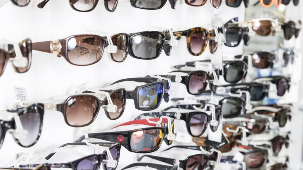 Choosing the right sunglasses | Eyeworldmarket